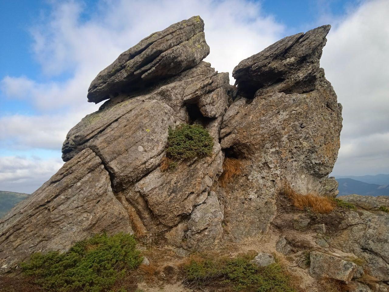 Хроніки еко-табору під Вухатим Каменем – як волонтери прибирали сміття в горах